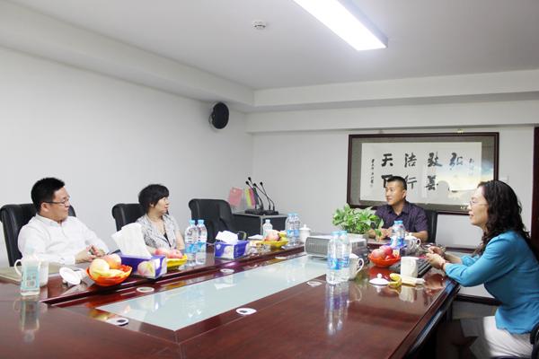 弘洁建设集团总裁任成茂,副总裁闫丽英与万达领导亲切交流